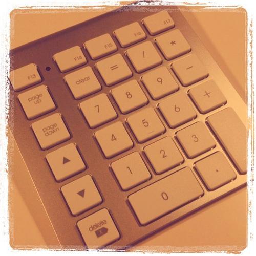 【Mac】渇望されたMac用ワイヤレステンキー「LMP BLUETOOTH KEYPAD」を購入 〜商品が到着。まずは単体での使用感〜