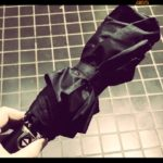 雨の日も安心!ボタンひとつで開閉できるBIGサイズの折りたたみ傘は大人男子なら必須アイテム!