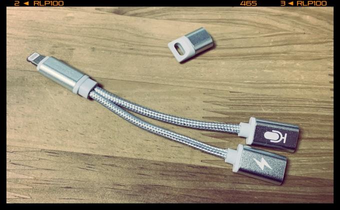 Tamoo 充電/ヘッドフォン二股同時接続アダプタ